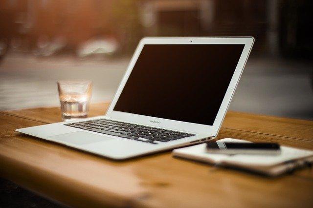Conseils pour aménager son bureau. Pour créer son espace de travail chez soi pour une meilleure productivité.